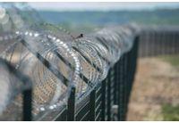 Литва започна да строи 4-метрова ограда по границата с Беларус
