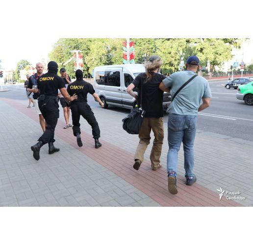 Агенти на беларуския Комитет за държавна сигурност (КГБ) днес извършиха претърсвания и в две регионални медии