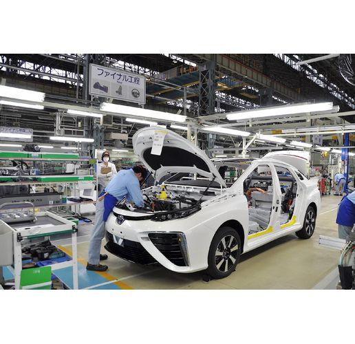 Вместо 900 000 автомобила японският гигант ще произведе 540 000 през септември
