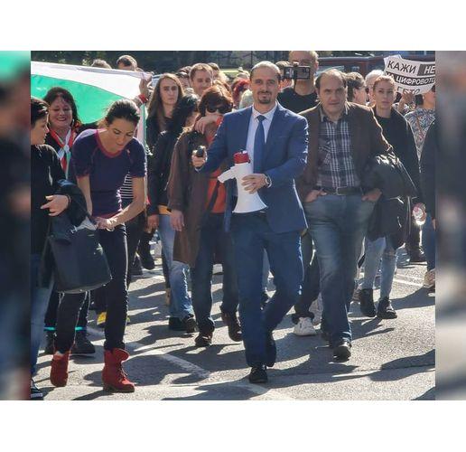 Зам.областният управител Асен Бонджев поведе протеста срещу служебното правителство в Бургас