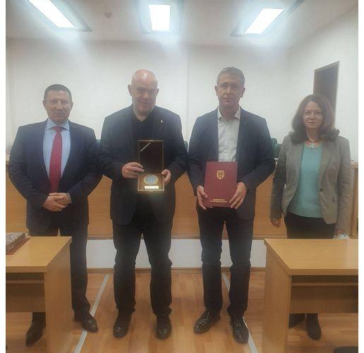 Иван Гешев награди окръжните прокурори на Русе и Ловеч за висок професионализъм