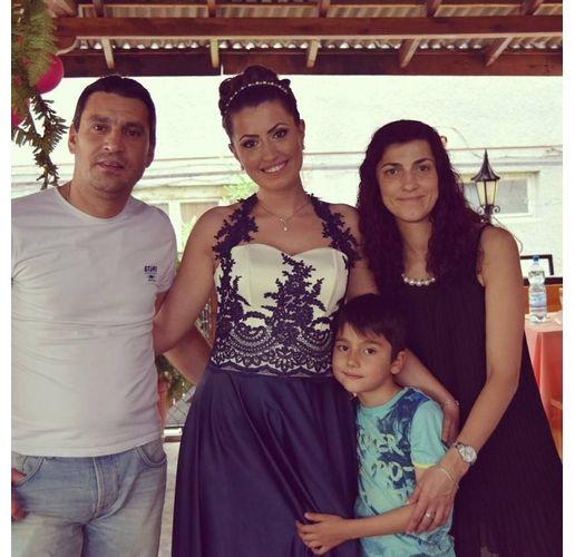 Майор Терзиев със съпругата си Димитрина Попова и двете им деца