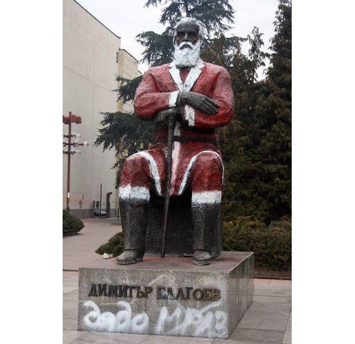 Разкрасеният паметник на Димитър Благоев в Благоевград