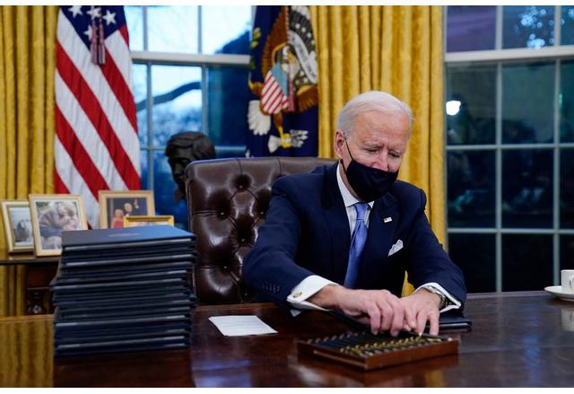Байдън вече подписа 15 указа и 2 президентски меморандума