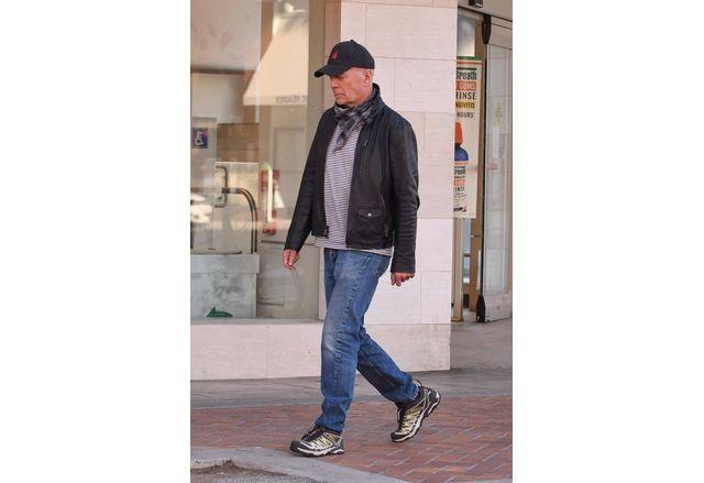 Брус Уилис е бил накаран да напусне аптека в Лос Анджелис, защото е без маска