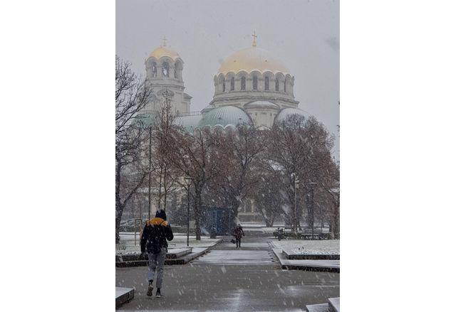 В София се сипе обилен мокър сняг