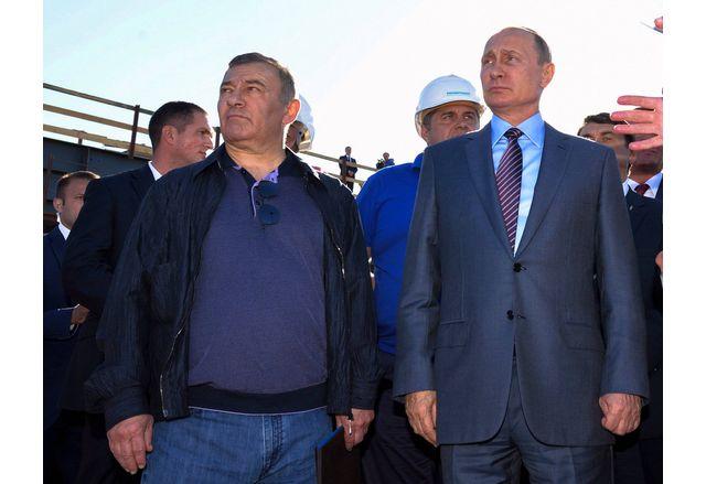 Владимир Путин и Аркадий Ротенберг при построяването на Кримския мост
