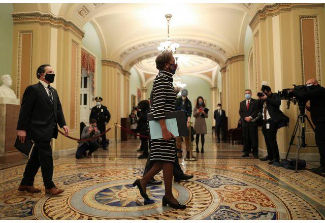 Внесоха в Сената обвинителния акт за импийчмънт на Доналд Тръмп
