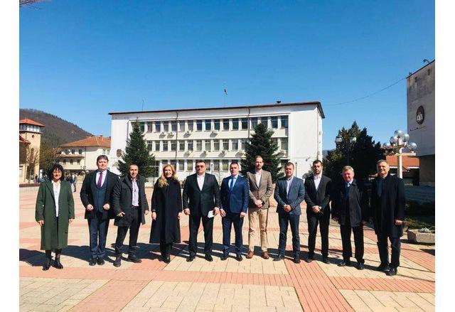 ГЕРБ-София област представи в Етрополе, Ботевград и Правец  кандидатите си за народни представители
