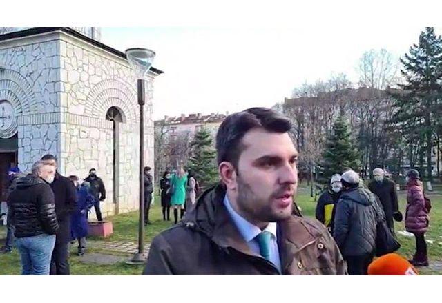 Георг Георгиев пред мемориала на убитите от комунистическия режим