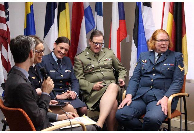Джо Байдън неуморим в лансирането на трансджендъри - този път в армията