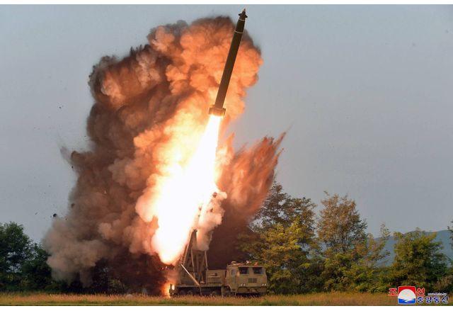 Диктатурата в Северна Корея с нова заплаха - изпитаха хиперзвукова ракета