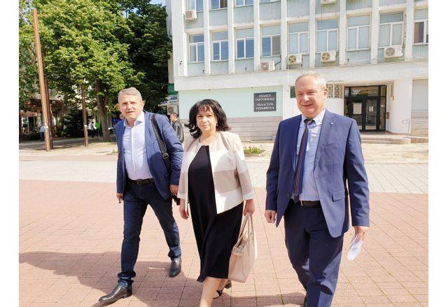 Отдясно наляво: Д-р Дарин Димитров, Теменужка Петкова и областният председател на СДС-Търговище д-р Явор Александров