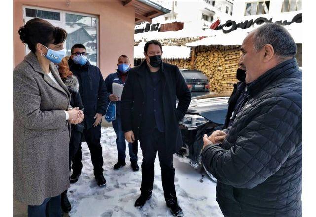 Д-р Дариткова и колегите и на срещ а в село Гьоврен