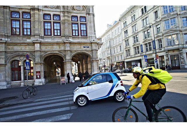 Електромобил във Виена