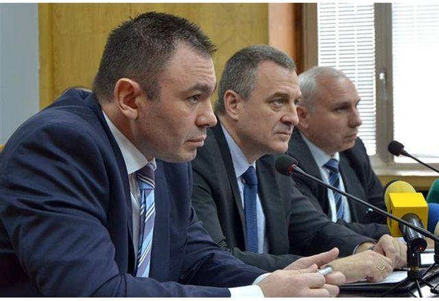 Емил Стойнев, крайният вдясно, бе съветник на Пламен Узунов и шеф на инспектората при Йовчев