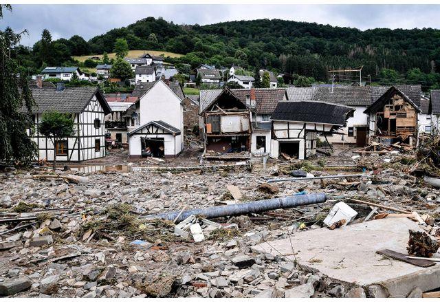 Жертвите на наводненията вече са над 180, бедствено положение в Бавария