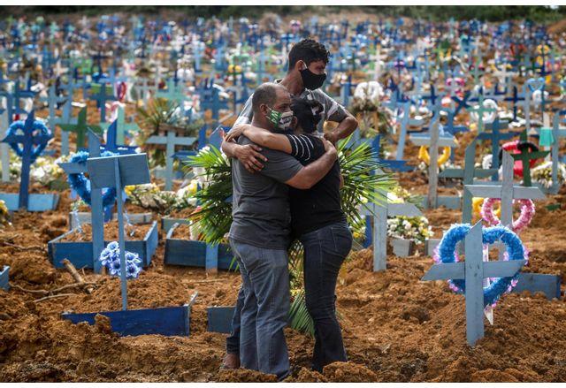 Жертвите на COVID-19 в Бразилия са стотици хиляди