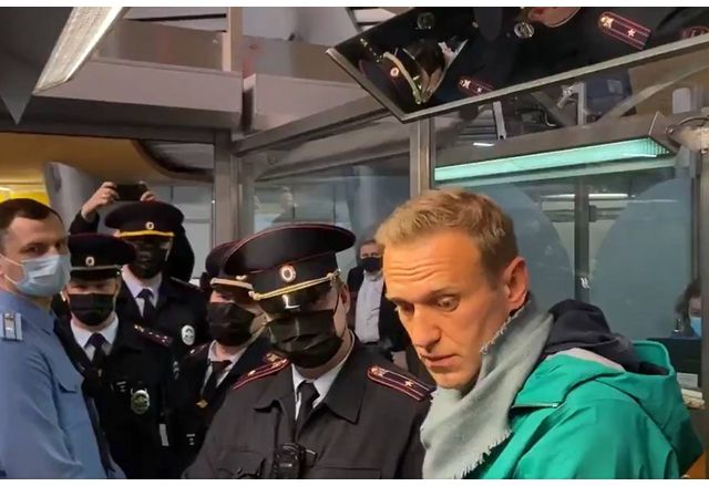 Задържането на Навални на летище Шереметиево