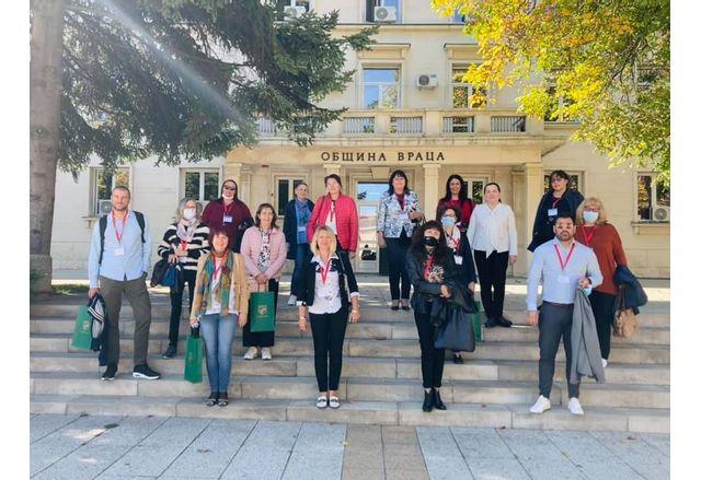Заместник-кметът на Община Враца Петя Долапчиева посрещна учители от 4 държави