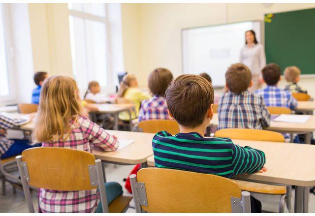 Започва масово тестване на учителите в страната с антигенни тестове за коронавирус