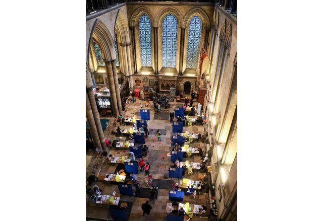 Известната катедрала в Солсбъри се превърна в център за имунизации