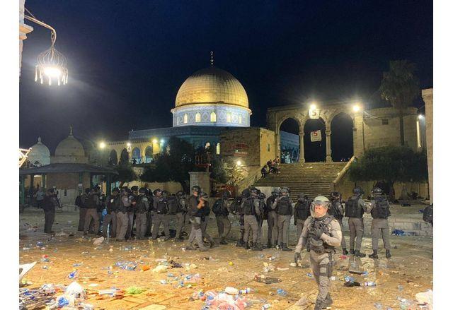 Израелската полиция в района на джамията Ал Акса в Стария град на Йерусалим