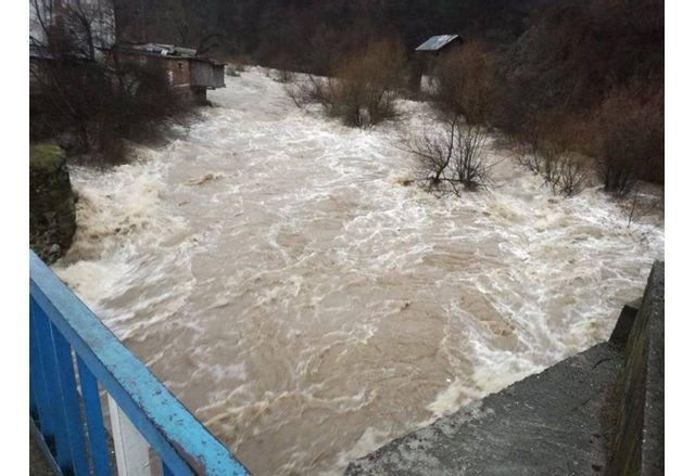 Изчисляват щетите от наводнението в Доспатско на почти 1 милион