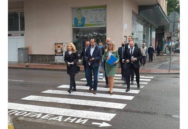 Кметът Калин Каменов и кандидатите за народни представители