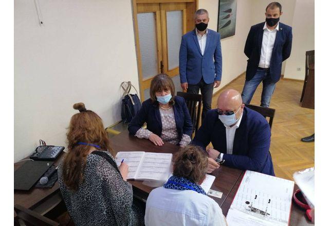 Коалиция ГЕРБ-СДС регистрира листата си с кандидат-депутати в Силистра