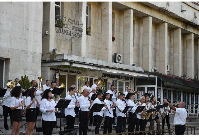 Концерт в Ловеч по повод Деня нa Cъeдинeниeтo