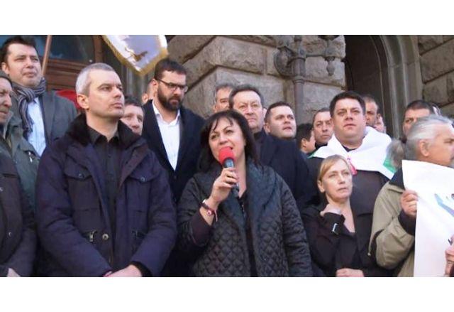 Корнелия Нинова и Костадин Костадинов рамо до рамо