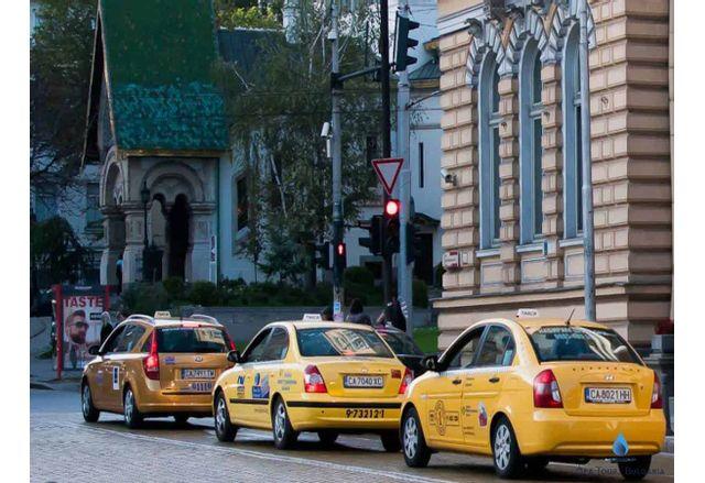 Кризата удари и такситата в София