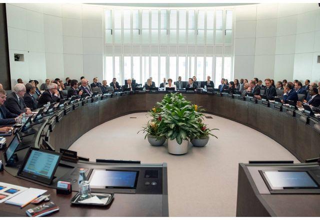 МВФ ни похвали за бюджета, иска бърза писта за европарите у нас