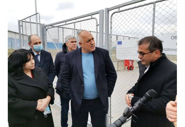 Министър-председателят Бойко Борисов, който разгледа на място разширяването на подстанция Търговище Запад