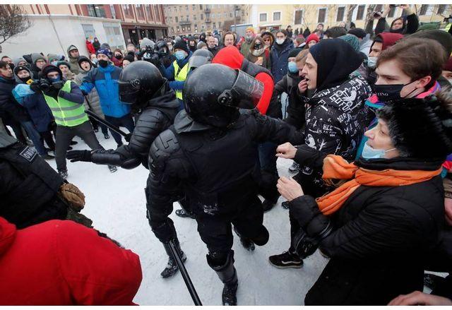 Много протестиращи в Русия са били ранени от силите за сигурност