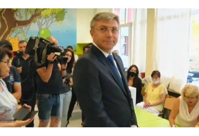 Мустафа Карадайъ гласува