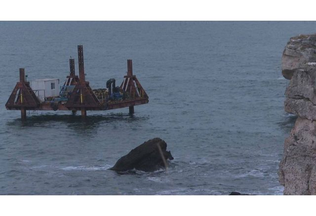 На 36-ия ден изтеглиха заседналия кораб