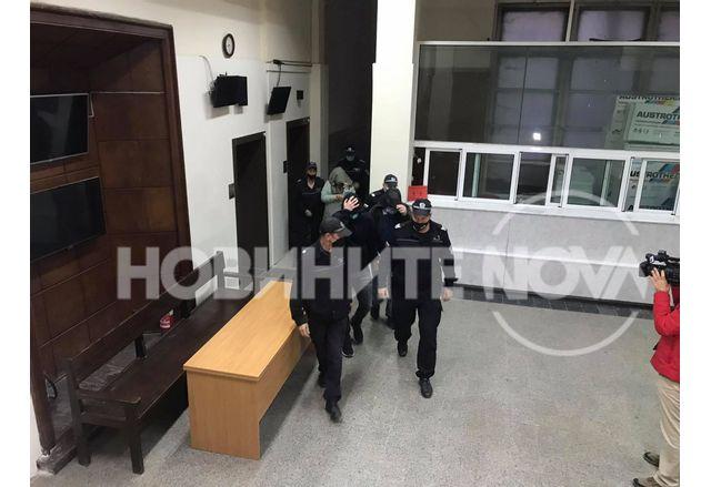 Оставиха заподозряните в промишлен шпионаж чужденци в ареста