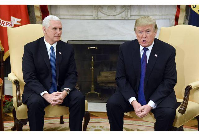 Палатата на представителите призова Пенс да отстрани Тръмп, той отказа