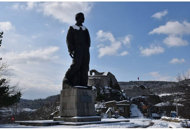 Паметникът на Апостола в Ловеч