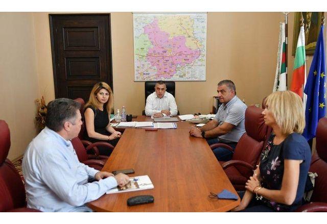 По време на срещата между кметовете на общините Сливен и Елена-1