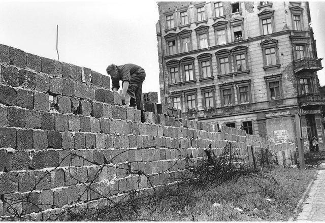 Преди 60 години започва строежът на Берлинската стена