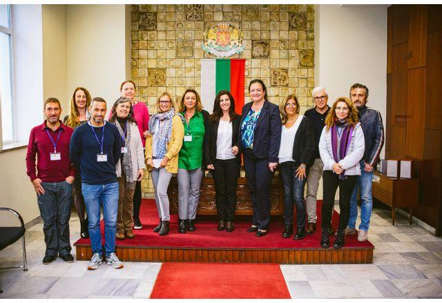 Представители на училища от 6 държави, партньори по европейски проект, посетиха Община Мездра