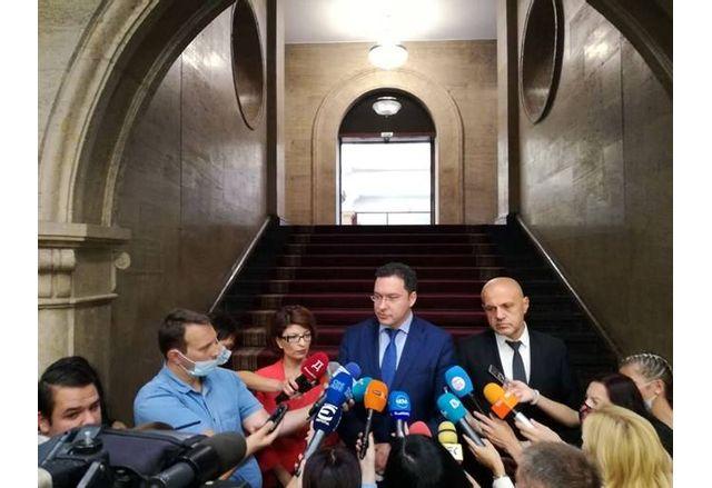 Представителите на ГЕРБ-СДС след връщането на мандата