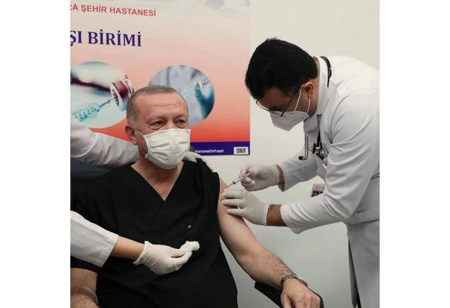 Президентът Ердоган получи първата доза ваксина срещу Covid-19