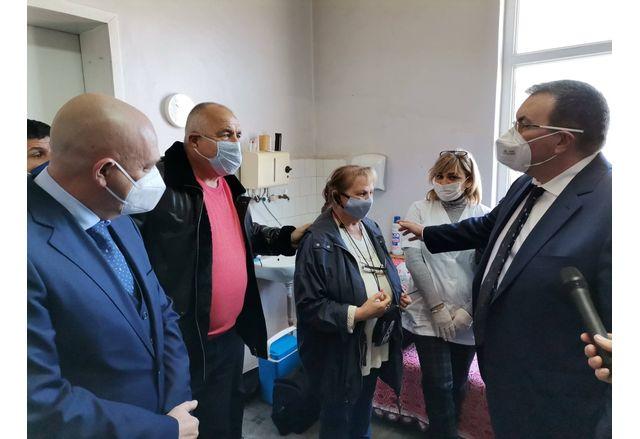 Премиерът Бойко Борисов, който бе на посещение в село Самуилово, община Петрич