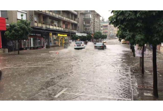 Проливен дъжд във В. Търново