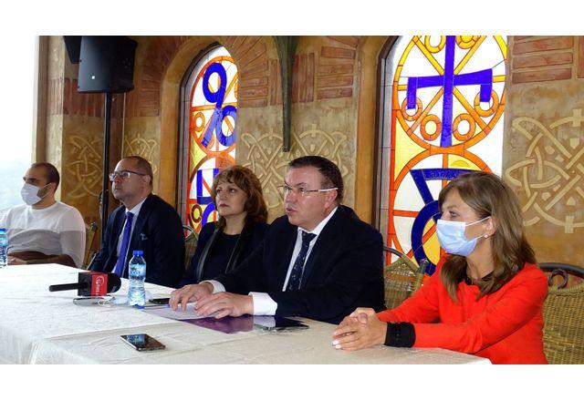 Проф. Костадин Ангелов и кандидат-депутати от листата на ГЕРБ-СДС във Велико Търново