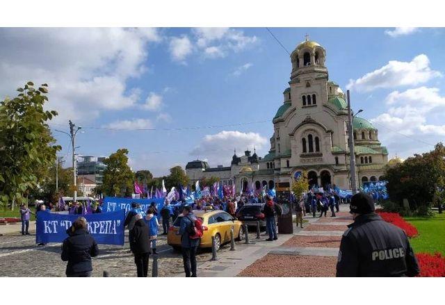 """Работещи в """"Марица изток"""" излязоха на митинг-шествие срещу затварянето на комплекса"""